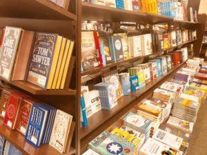 書店での本のイメージ
